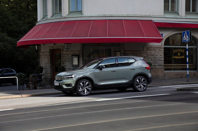 271706_Volvo_XC40_Recharge_P8_AWD_in_Sage_Green